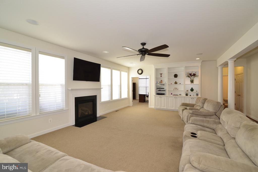 Spacious Family Room - 22333 PASTURE ROSE PL, BROADLANDS