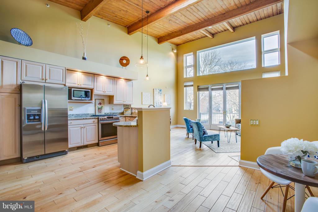 Kitchen with breakfast area - 717 KENMORE AVE, FREDERICKSBURG