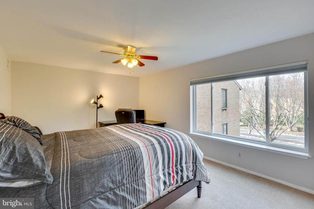 Owners Suite - 11423 COMMONWEALTH DR #301, ROCKVILLE