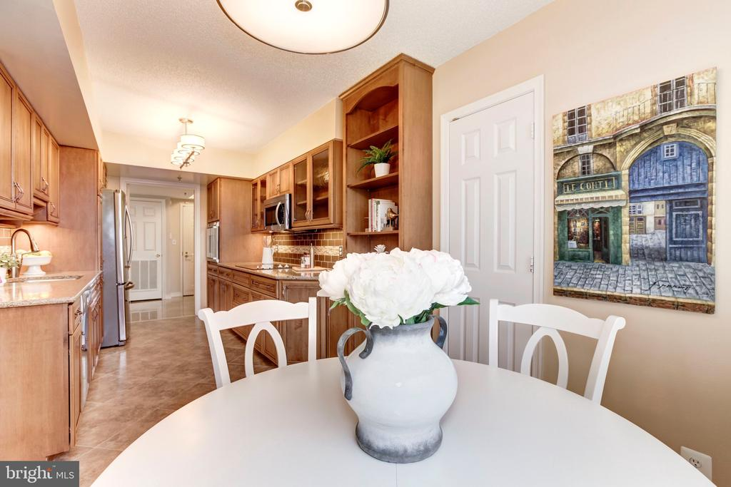 Breakfast Room - 5809 NICHOLSON LN #811, ROCKVILLE