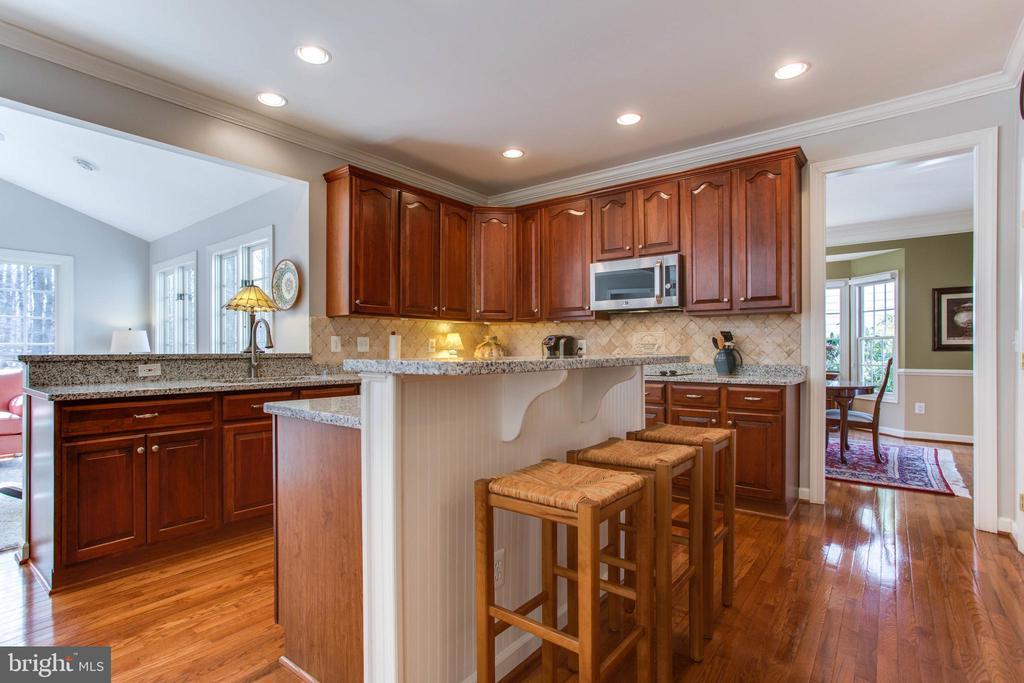 Updated Kitchen w/ Island, SS Appliances, Granite - 47297 OX BOW CIR, STERLING