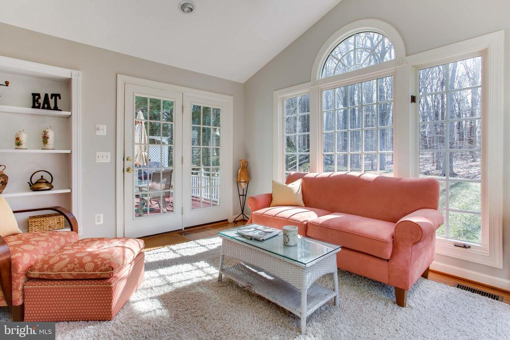 Bright Sunroom w/ French Doors to Deck, Yard - 47297 OX BOW CIR, STERLING