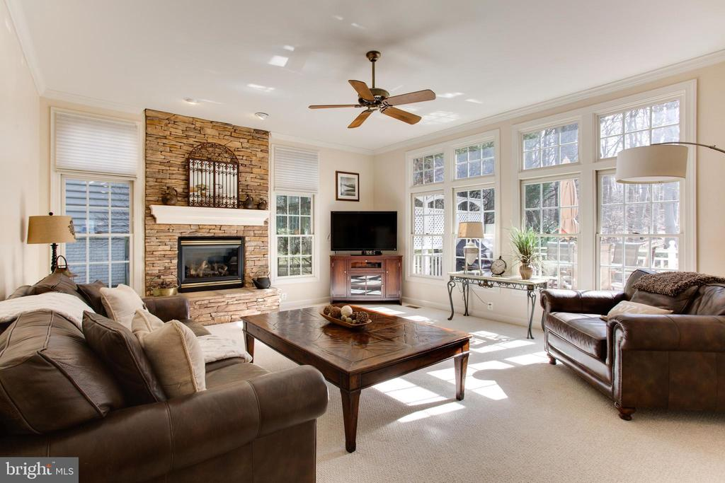 Extended Family Room w/ Stacked Stone Fireplace - 47297 OX BOW CIR, STERLING