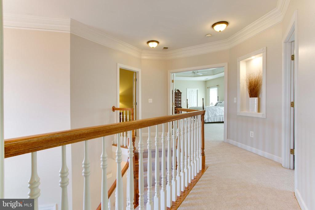 Upper Level Hallway - 47297 OX BOW CIR, STERLING