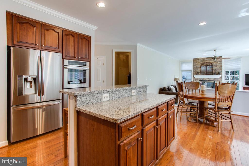 Island Kitchen w/ SS Appliances - 47297 OX BOW CIR, STERLING