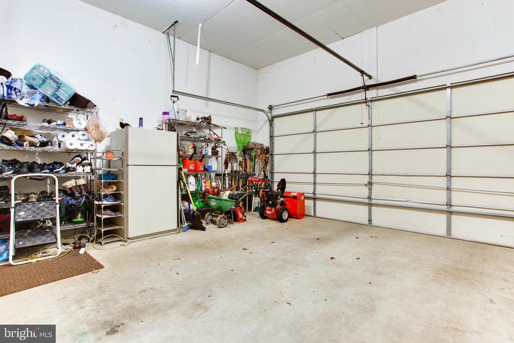 2-Car Garage w/ 440SF - 47297 OX BOW CIR, STERLING