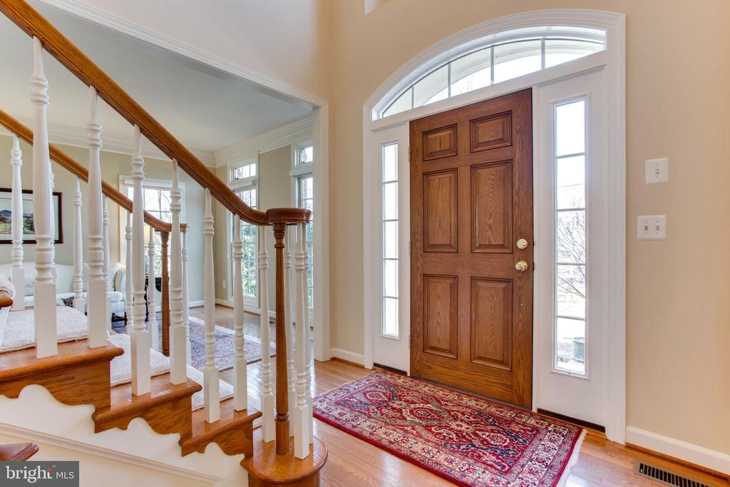 Welcoming Foyer - 47297 OX BOW CIR, STERLING