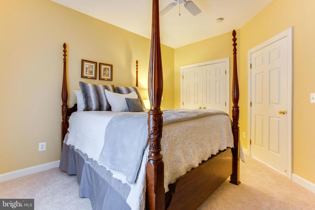 Bedroom #4 w/ New Carpet - 47297 OX BOW CIR, STERLING