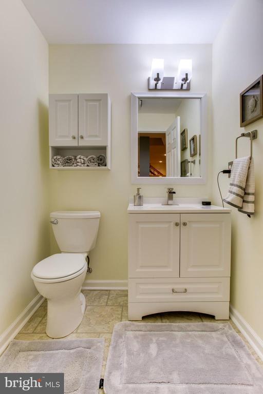 Half Bath in Lower Level - 47297 OX BOW CIR, STERLING