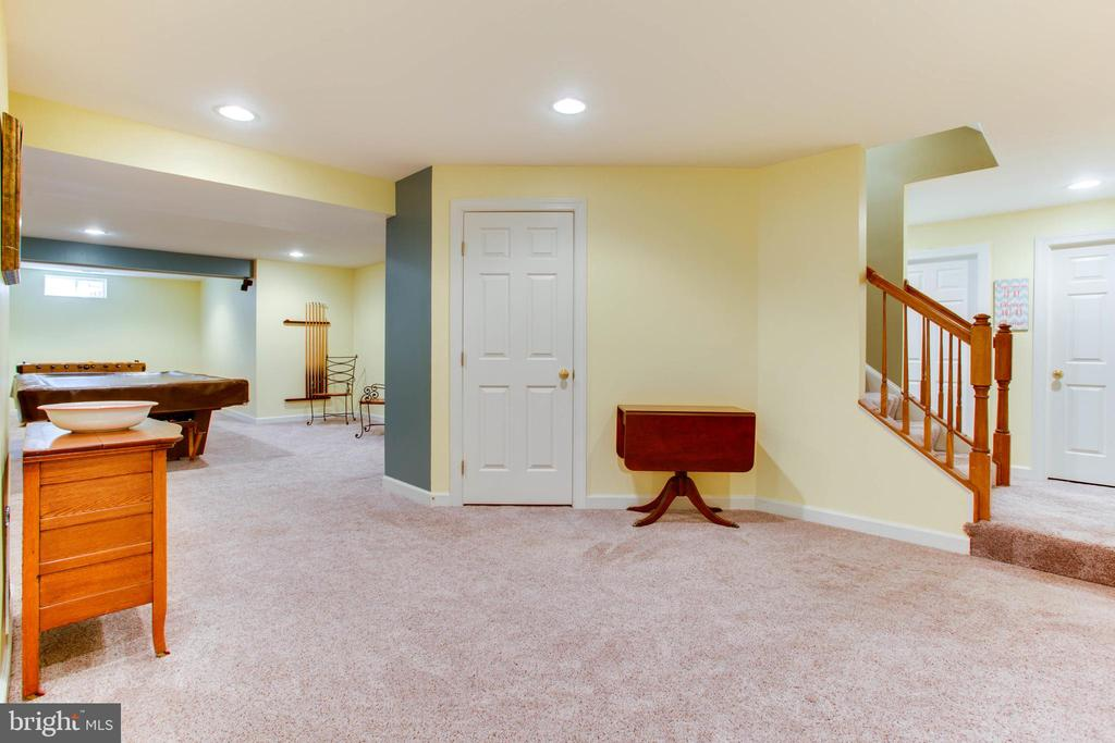 Flexible Lower Level - 47297 OX BOW CIR, STERLING