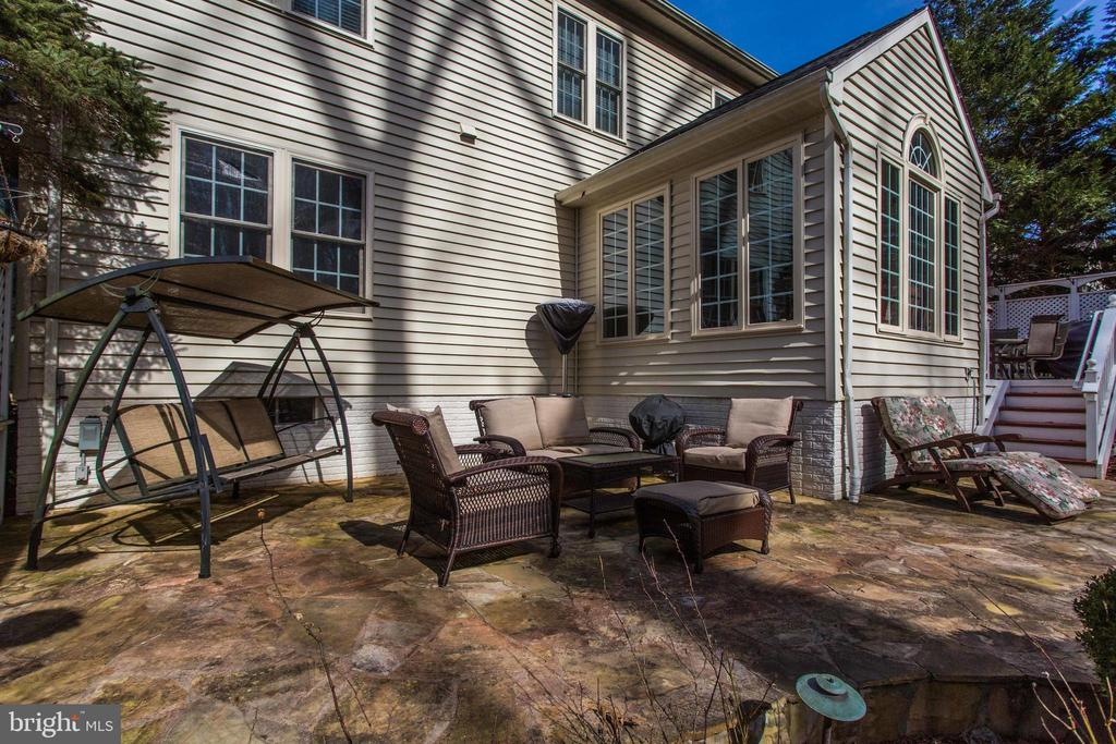 Spacious Patio for Entertaining - 47297 OX BOW CIR, STERLING
