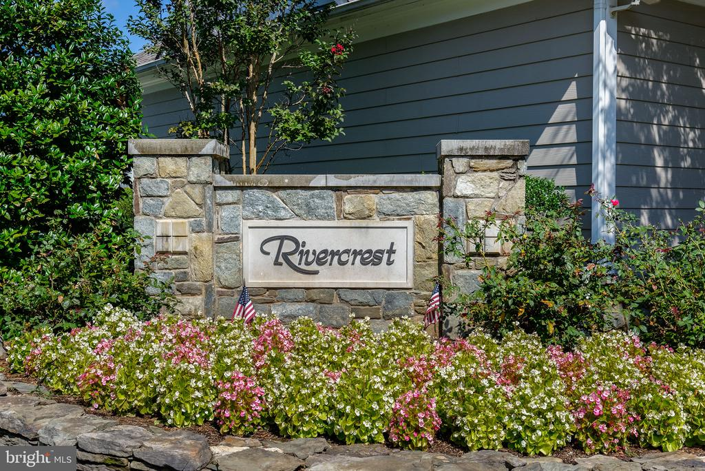 Welcome to Rivercrest! - 47297 OX BOW CIR, STERLING