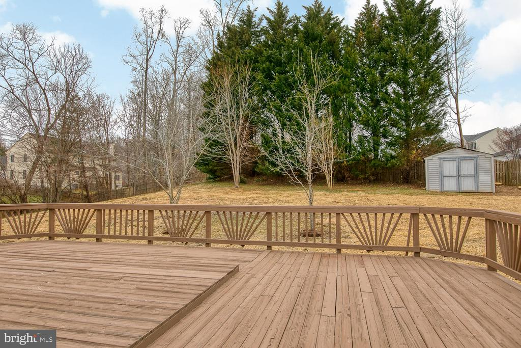 Envy of the neighbors with this huge deck! - 40 CHRISTOPHER WAY, STAFFORD