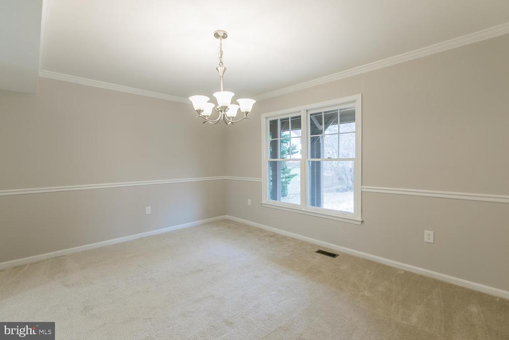 Formal Dining Room with crown molding - 40 CHRISTOPHER WAY, STAFFORD
