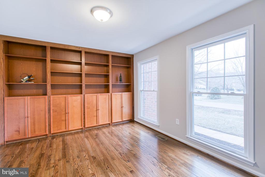 Extra large study with built-in bookcases - 40 CHRISTOPHER WAY, STAFFORD