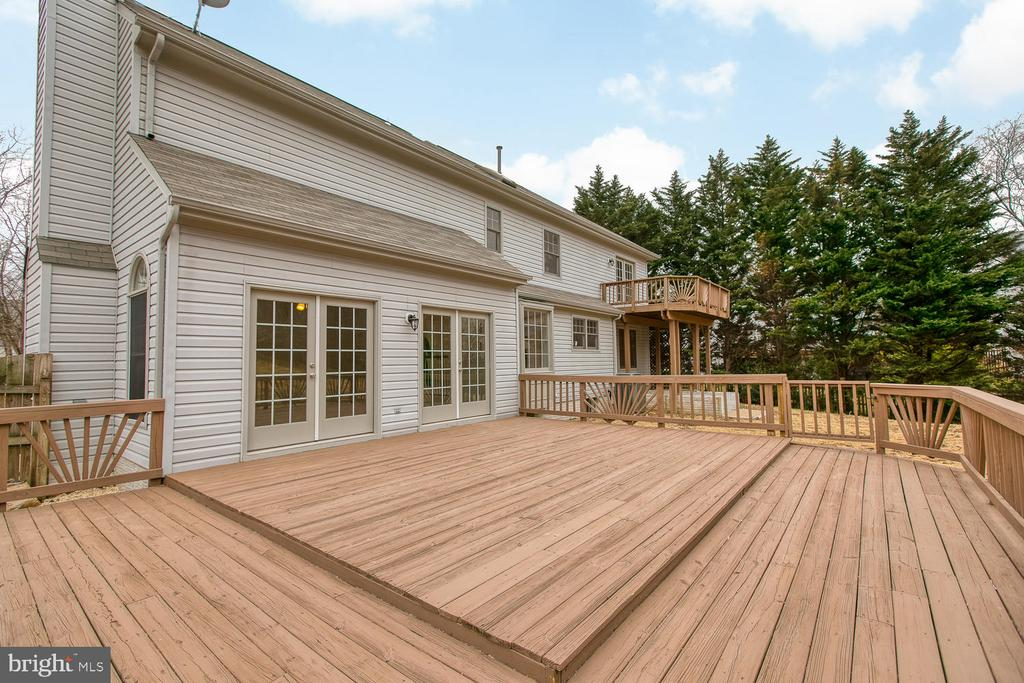 Extra large deck for entertaining! - 40 CHRISTOPHER WAY, STAFFORD