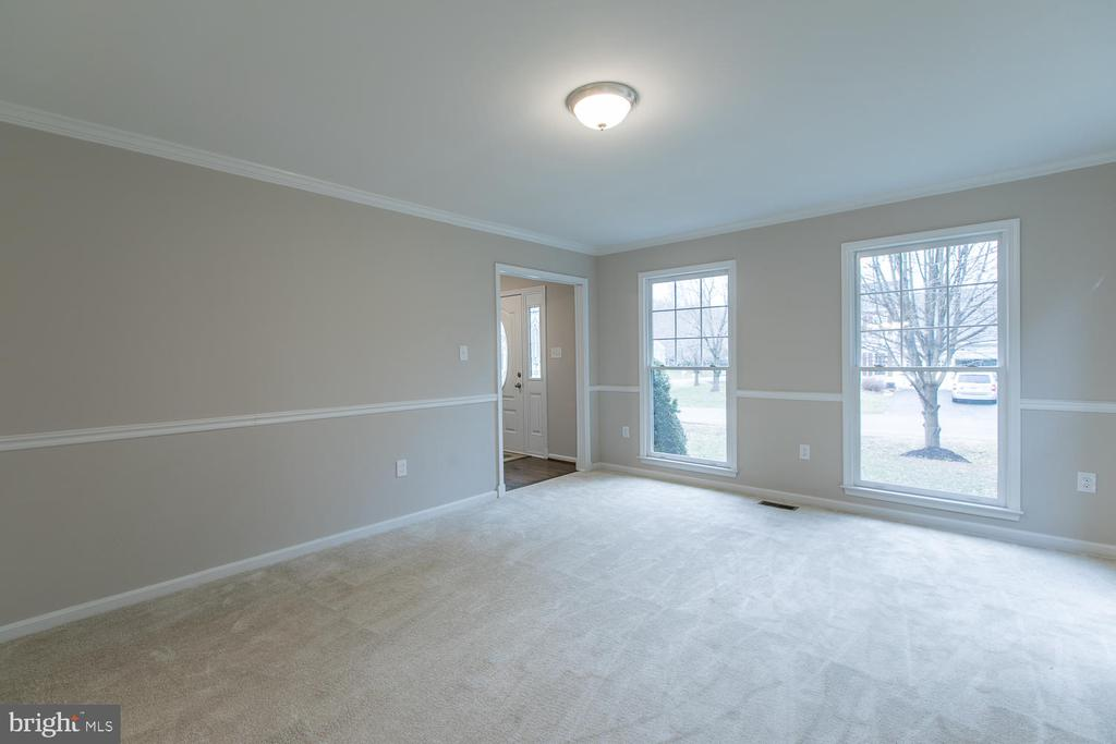Crown molding throughout - 40 CHRISTOPHER WAY, STAFFORD