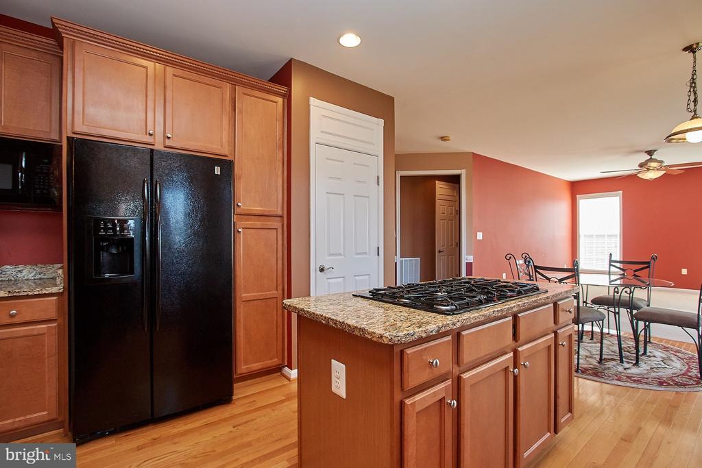 Kitchen - 8828 HEPNER CT, BRISTOW