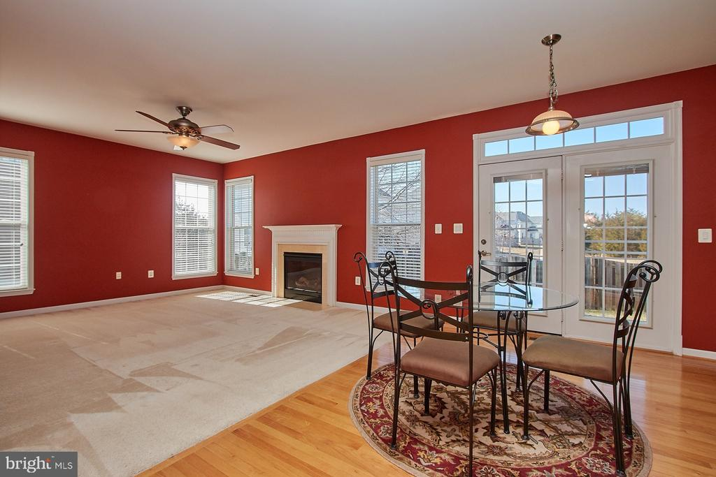Kitchen/Family Room view - 8828 HEPNER CT, BRISTOW