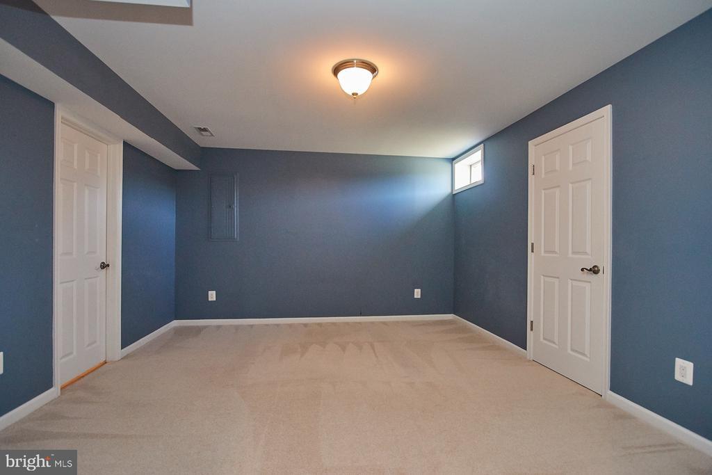 Den/potential 5th bedroom - 8828 HEPNER CT, BRISTOW