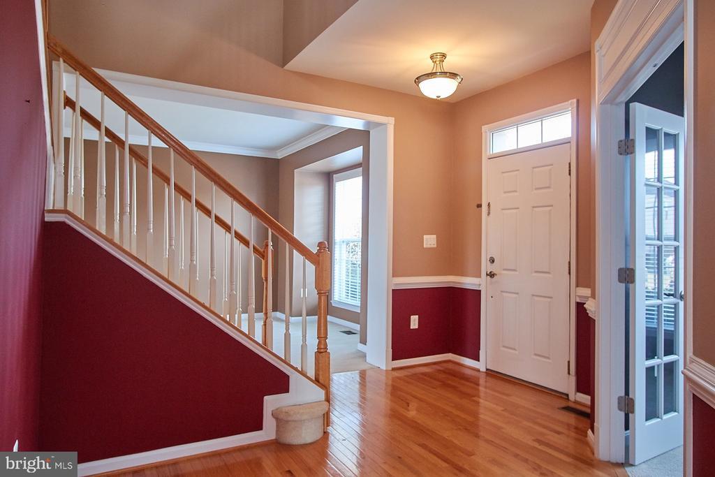 Foyer - 8828 HEPNER CT, BRISTOW
