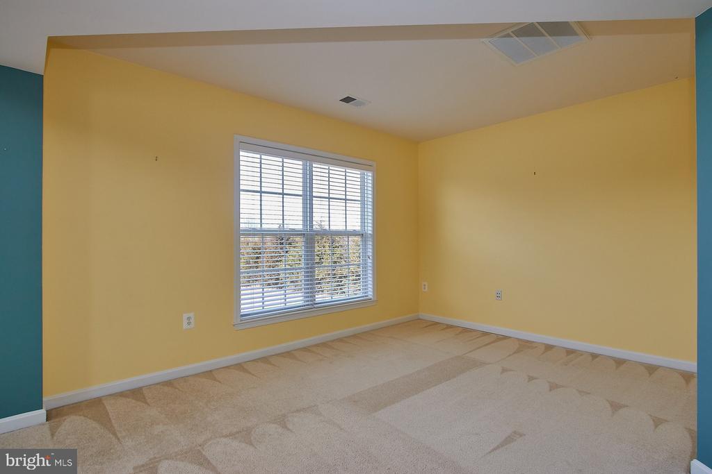 Master Bedroom sitting area - 8828 HEPNER CT, BRISTOW