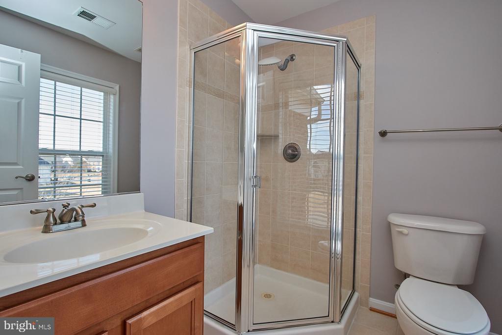Bathroom off Princess Suite - 8828 HEPNER CT, BRISTOW