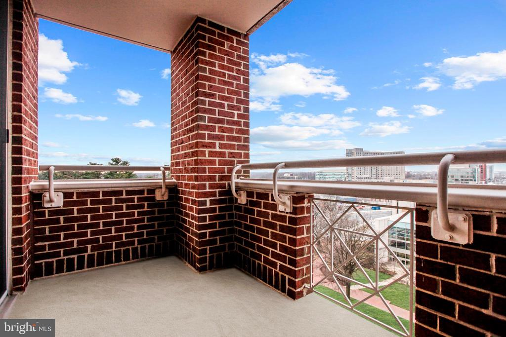 Private Corner Balcony - 5809 NICHOLSON LN #811, ROCKVILLE
