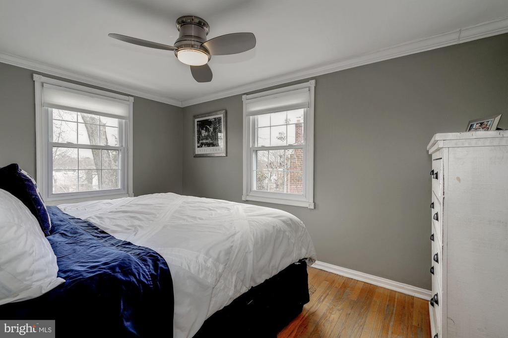 Master Bedroom - Extra Windows & Sunlight - 42 KENNEDY ST, ALEXANDRIA