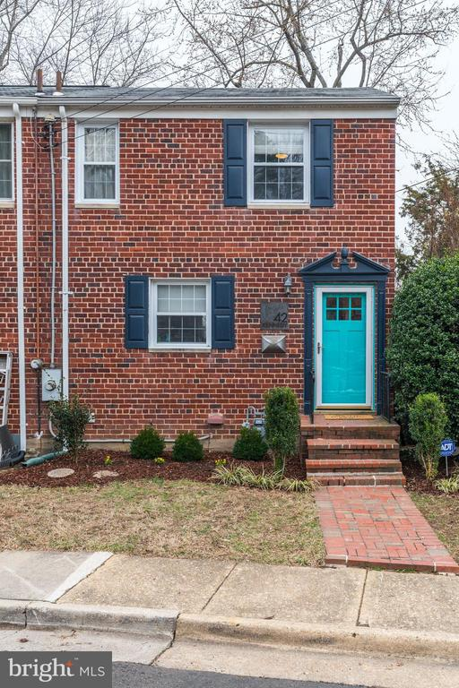 Quintessential Charming Del Ray End Unit Row Home! - 42 KENNEDY ST, ALEXANDRIA