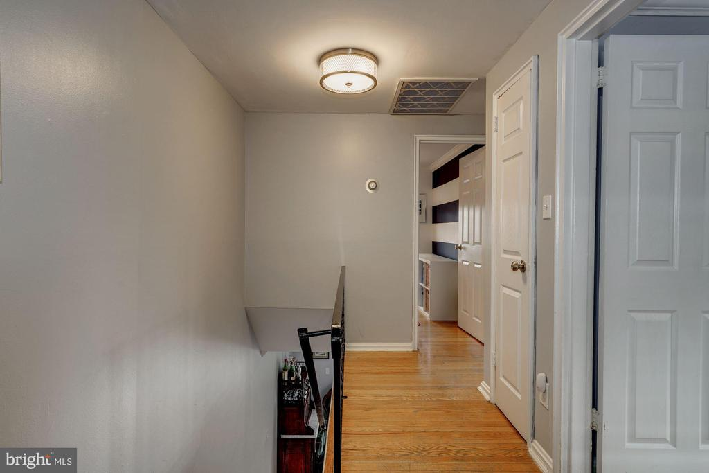 Upstairs Hallway - Hardwoods, Overhead Lighting! - 42 KENNEDY ST, ALEXANDRIA