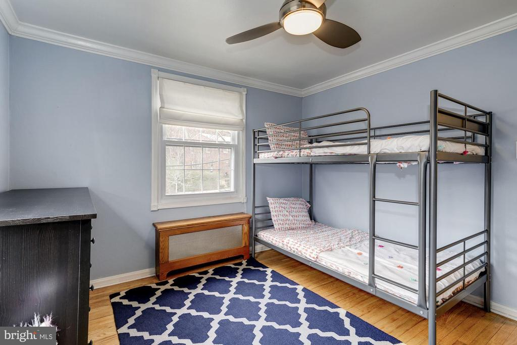 Bedroom #2 - Hardwood Floors, Overhead Lighting! - 42 KENNEDY ST, ALEXANDRIA