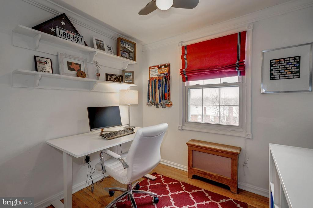 Bedroom #3 - Hardwood Floors, Overhead Lighting! - 42 KENNEDY ST, ALEXANDRIA