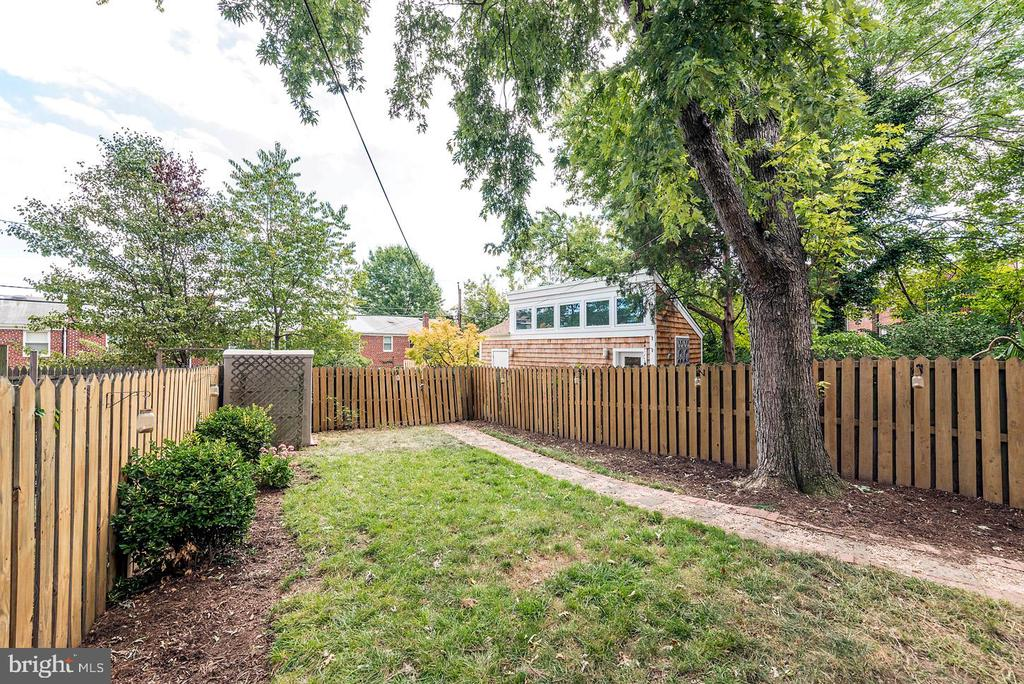 Back Yard with Tall Privacy Fence! - 42 KENNEDY ST, ALEXANDRIA