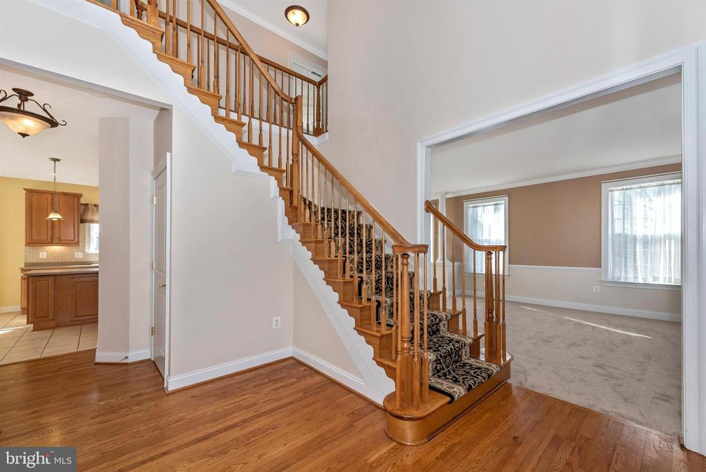 2-Story Foyer - 6103 RIVER VIEW CT, FREDERICK
