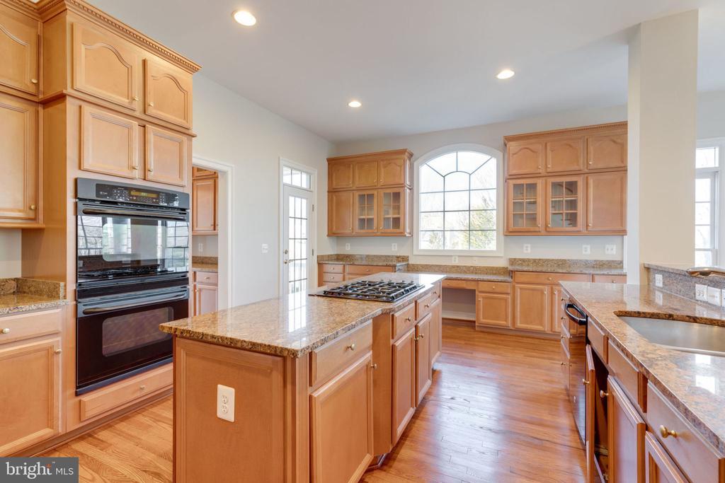 Cabinets!! - 9004 ADAMS CHASE CIR, LORTON