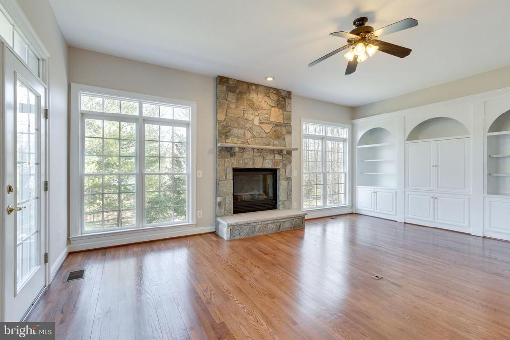 Warm cozy fireplace - 9004 ADAMS CHASE CIR, LORTON