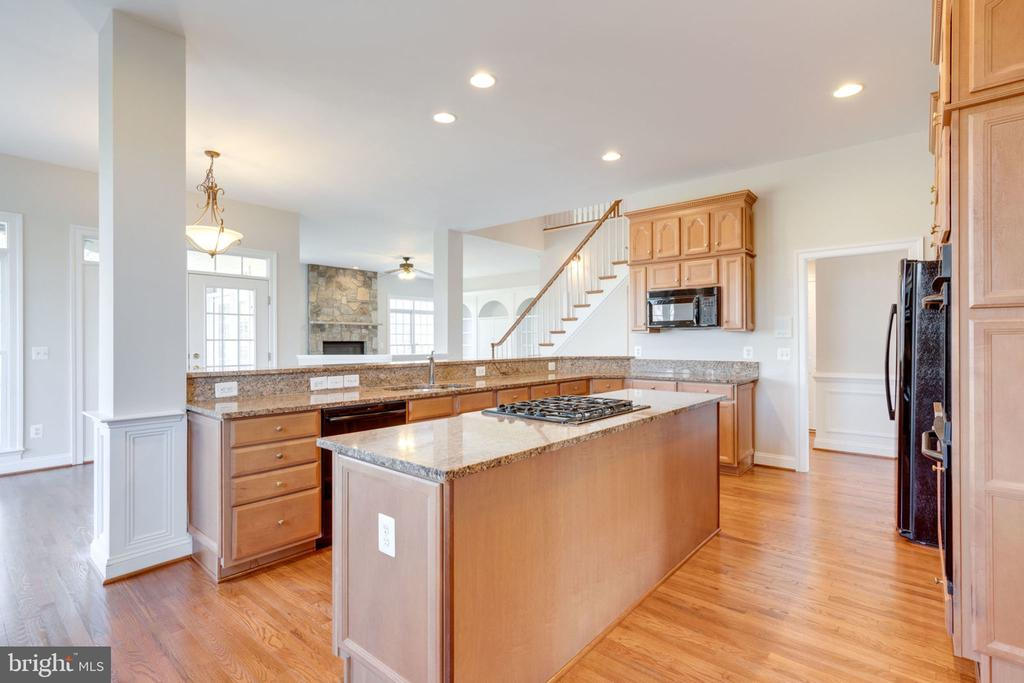 Plenty of counter space - 9004 ADAMS CHASE CIR, LORTON