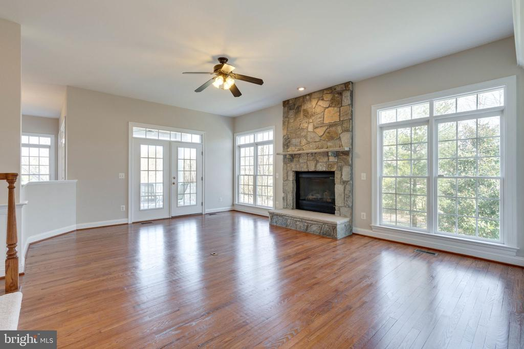 Full height windows. - 9004 ADAMS CHASE CIR, LORTON