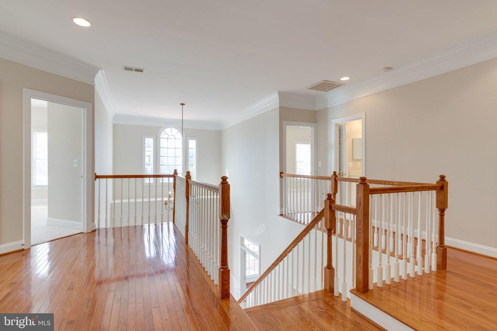 Upper level landing - 9004 ADAMS CHASE CIR, LORTON