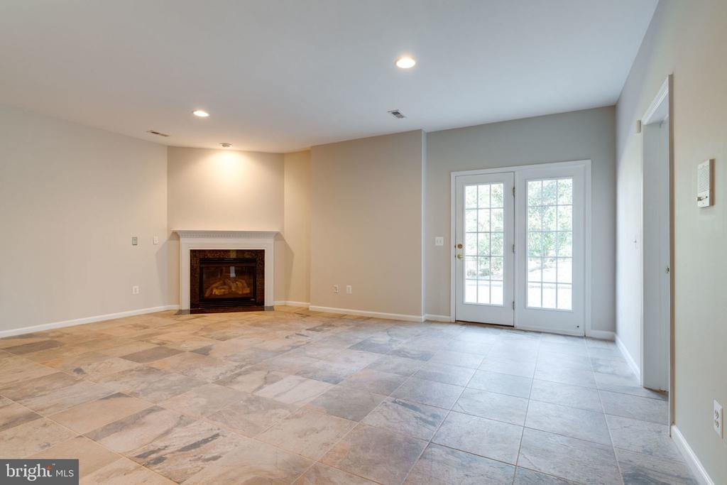 Lower level perfect for entertaining - 9004 ADAMS CHASE CIR, LORTON