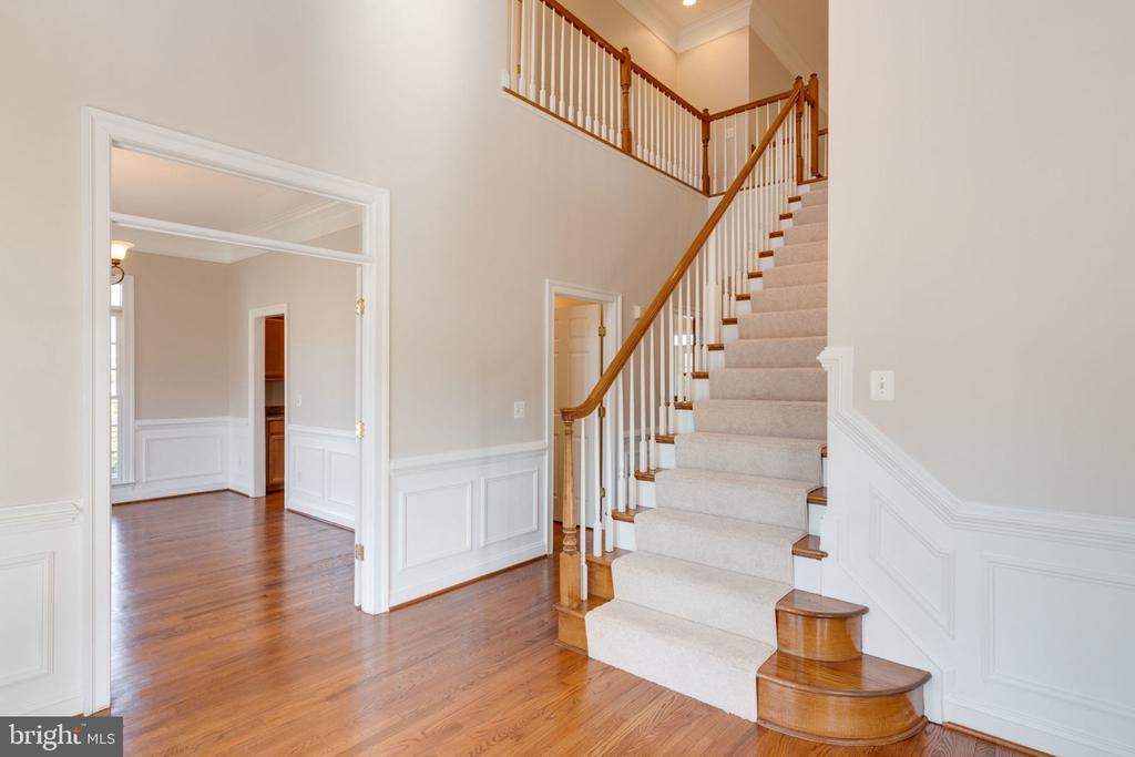 Front staircase to upper level - 9004 ADAMS CHASE CIR, LORTON