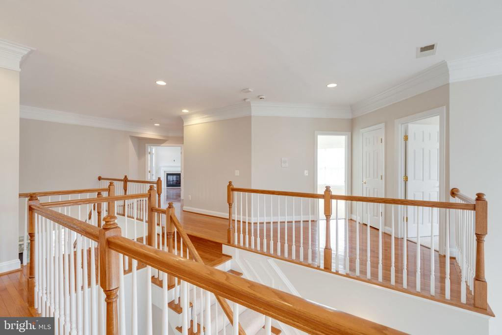 Upper level hall - 9004 ADAMS CHASE CIR, LORTON