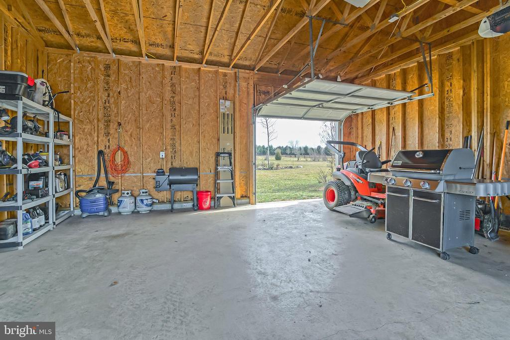 Detached 2 Car Garage - 3rd Rear Door - 10901 DEER MEADOW CT, NOKESVILLE