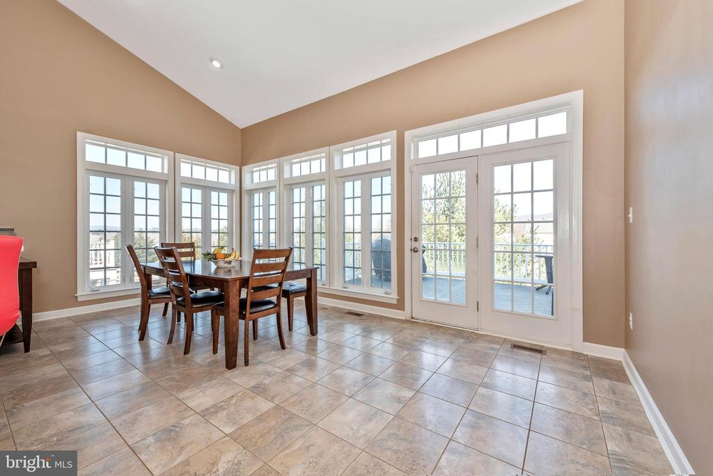 Morning room with a view - 703 GLENBROOK DR, MIDDLETOWN