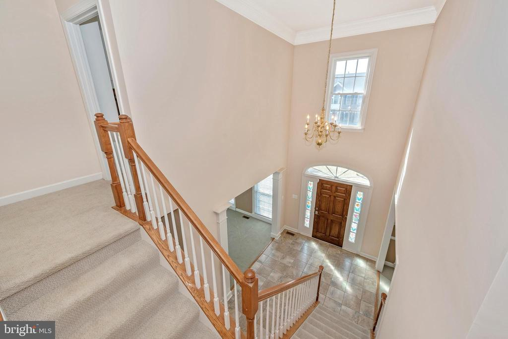 Vaulted Ceilings in foyer with dual staircase - 703 GLENBROOK DR, MIDDLETOWN