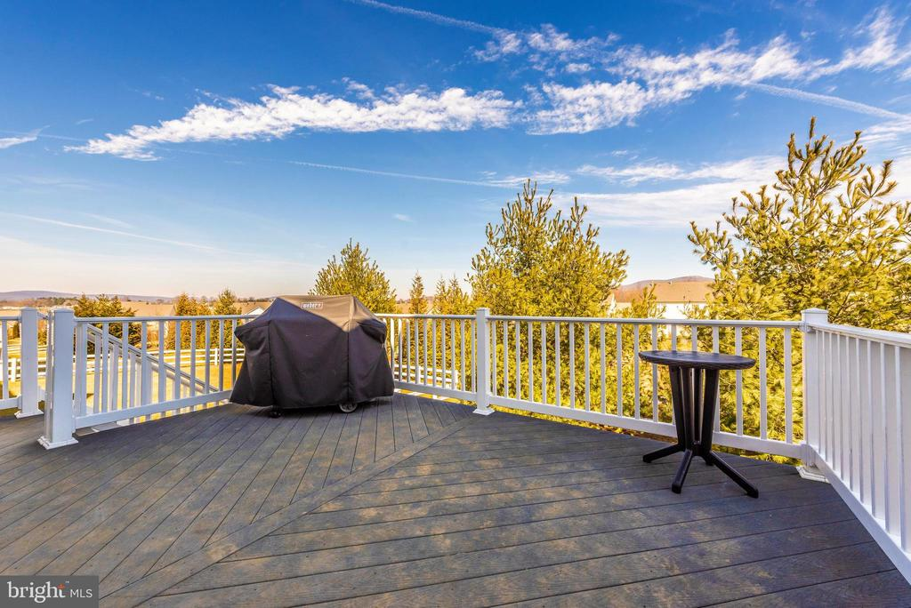 Deck with a view - 703 GLENBROOK DR, MIDDLETOWN