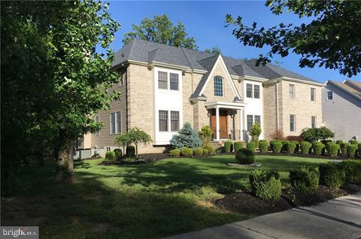 Enfamiljshus för Försäljning vid 1 GRACE Court Plainsboro, New Jersey 08536 Förenta staternaI/Runt: Plainsboro Township