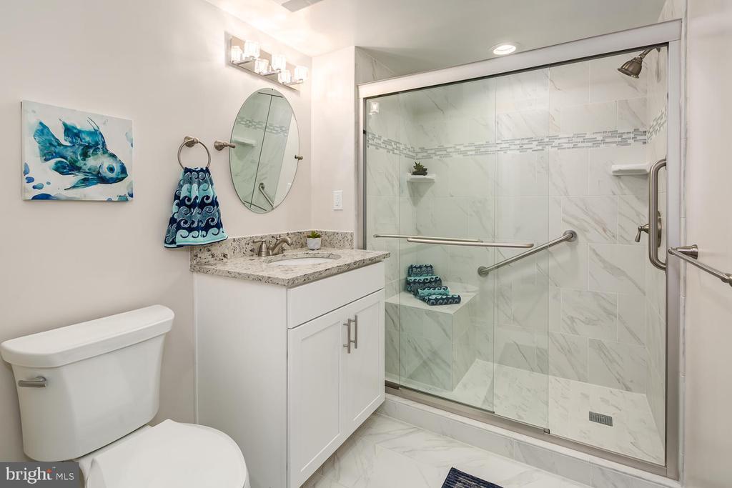 Bath 2 / adjacent to bedroom 2 - 900 N TAYLOR ST #1929 AND 1931, ARLINGTON
