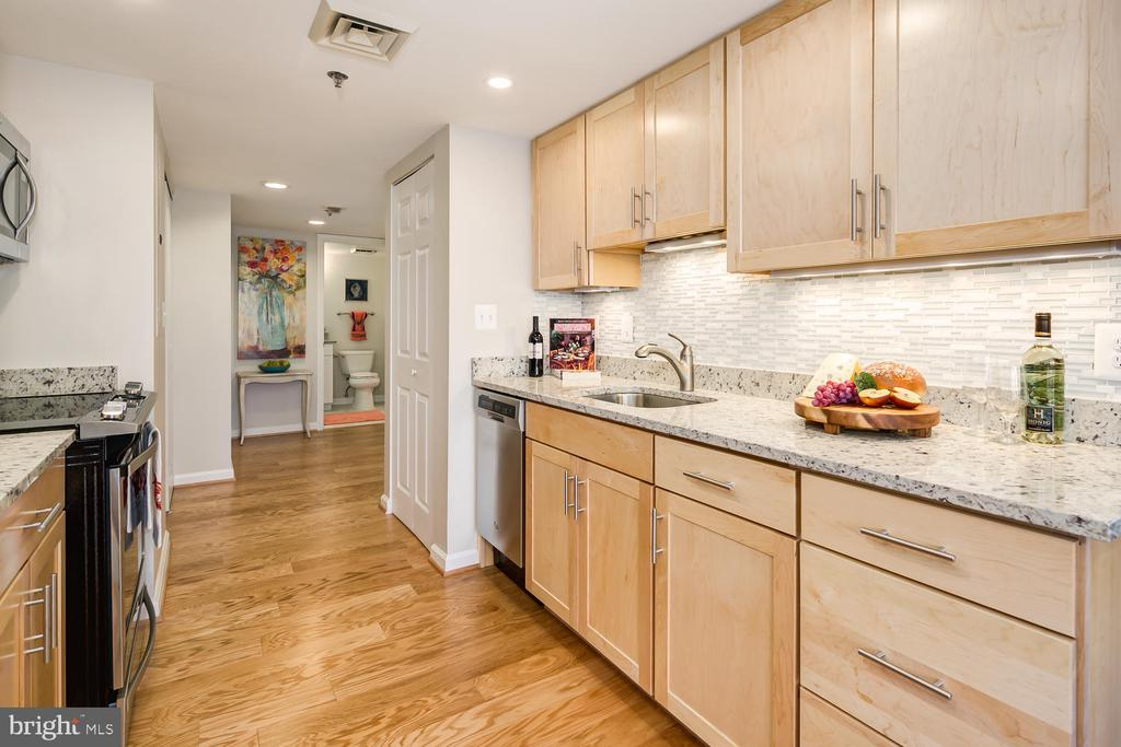 Renovated granite/stainless kitchen - 900 N TAYLOR ST #1929 AND 1931, ARLINGTON